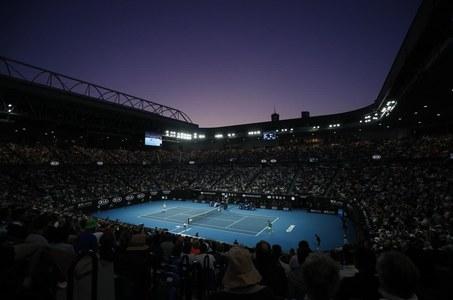 NSW offers to host Australian Open as Melbourne battles COVID-19 spike