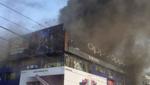 Fire breaks out in Hafiz Centre Lahore due to short circuit