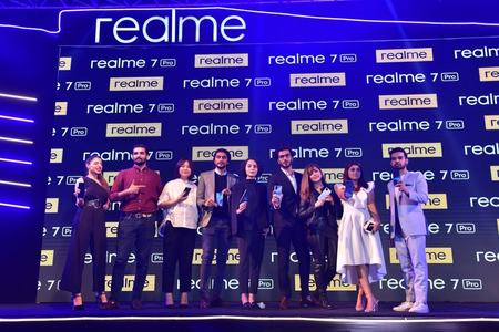 realme launches fastest charging phone in Pakistan with 65W charging