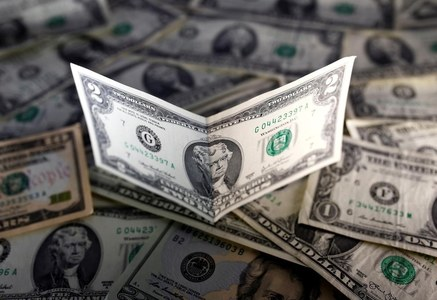 Dollar extends rebound as investors await U.S. stimulus details, bitcoin bounces