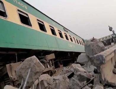 One killed, several injured as eleven coaches of Karachi Express derail