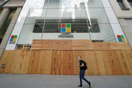 At least 10 hacking groups using Microsoft software flaw: researchers