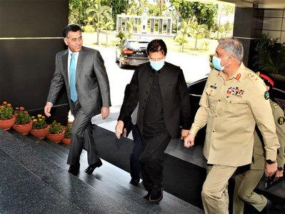 PM, COAS visits ISI Secretariat, briefed over regional, national security