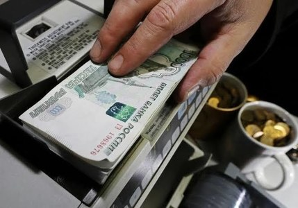 Russian rouble firms towards 74 vs dollar as oil prices edge higher