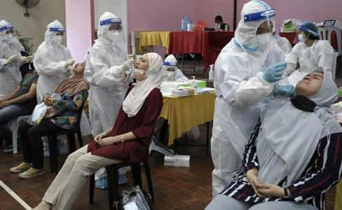 Malaysia shuts Covid jab centre after 200 workers infected
