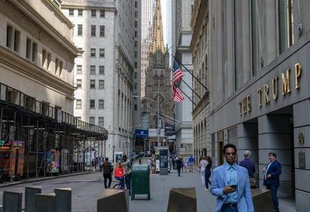 US stocks dip as markets weigh infrastructure, virus news