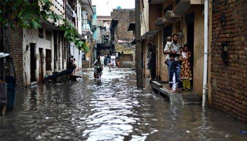 اسلام آباد اور راولپنڈی میں موسلا دھار بارش، پانی گھروں میں داخل