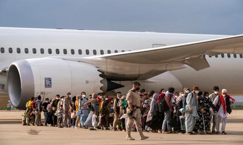 غیرملکیوں اور افغان شہریوں کو31 اگست کے بعد بھی انخلاء کی اجازت