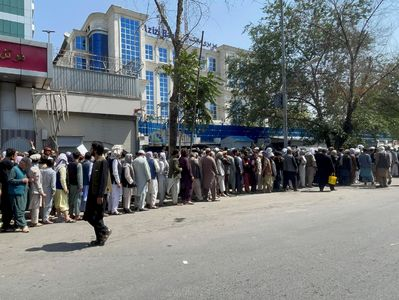 Taliban launch charm offensive with Afghan banks amid funding fears