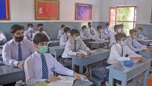کوروناکیسز میں اضافہ: پنجاب اور اسلام آباد کے تعلیمی ادارے بند کرنے کا فیصلہ