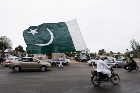 Pakistan records 98 deaths from Covid, positivity rate 6.3%