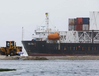 Grounded ship freed in Karachi