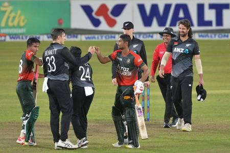 Bowlers, Mahmudullah steer Bangladesh to series win