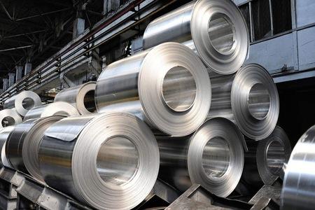 Aluminium price hits $3,000 a tonne on tight supply