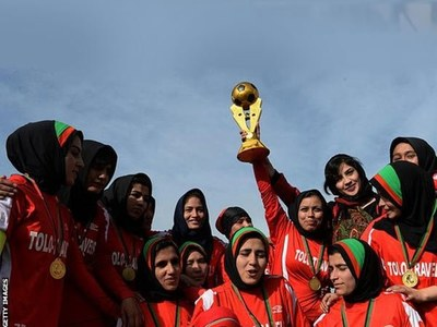 Afghan women's soccer team arrives in Pakistan confirms Fawad