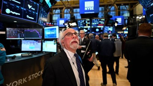 US stocks fail to gain traction despite retail sales gain