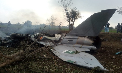 پاک فضائیہ کا تربیتی طیارہ مردان کے قریب گر کر تباہ، پائلٹ شہید