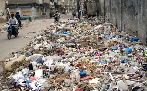 کراچی والوں!!! کچرے سے چھٹکارا چاہتے ہو تو مزید ٹیکس دینا ہوگا