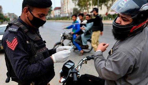 کراچی میں کورونا ویکسین نہ لگوانے والے 2 افراد گرفتار، مقدمہ درج
