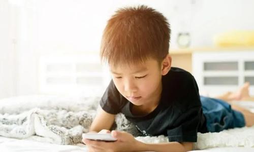 اسمارٹ فون کا استعمال،بچوں میں ٹیومر کا خطرہ اور دیگر منفی اثرات