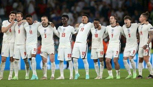 انگلینڈ فٹبال ٹیم کے 5 کھلاڑیوں کا کورونا ویکسین لگوانے سے انکار