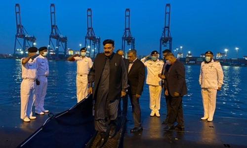 وزیر داخلہ شیخ رشید کاپاک بحریہ ڈاک یارڈ کا دورہ، آپریشنل تیاریوں پر بریفنگ