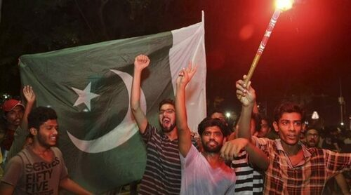 Streets in Indian Occupied Kashmir erupt in jubilation as Pakistan thrash India in T20 World Cup