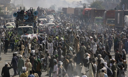 At least 4 cops martyred in clashes with TLP protesters