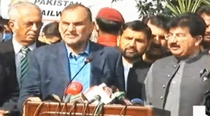 Govt determined to purge corruption from the railways: Azam Swati
