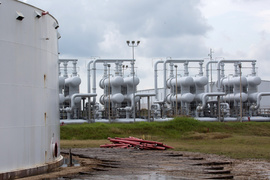 US oil tumbles over 6 percent as markets tank
