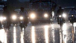 کراچی  کے مختلف علاقوں میں موسلادھار بارش، بجلی کی فراہمی معطل