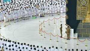 Social distancing at Mecca's Grand Mosque dropped