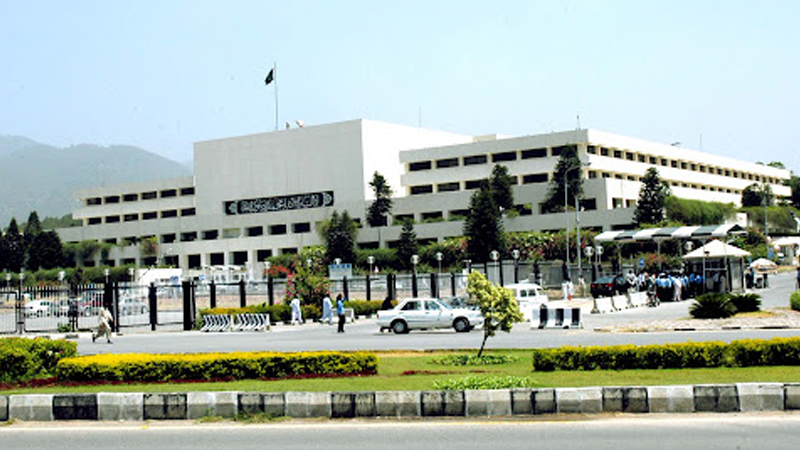 قومی اسمبلی کے اجلاس کورم کی نظر، اپوزیشن کی تنقید thumbnail