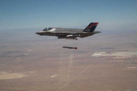 امریکی جنگی طیارے ایف 35 اے سے نیوکلر بم گرانے کی تصویر جاری
