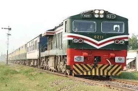 شیخوپورہ: ٹرین، کوسٹر حادثہ، سکھ خاندان کے 20 افراد چل بسے