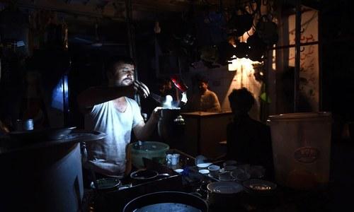 کراچی: لوڈشیڈنگ 10 گھنٹے تک جا پہنچی، دن رات بجلی کی بندش معمول