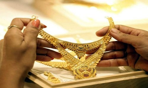 ملک میں فی تولہ سونے کی قیمت ایک لاکھ 4 ہزار 900 روپے ہوگئی