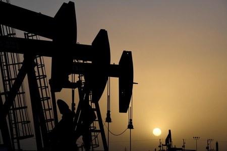 Oil slips as U.S. virus spike stokes demand worries