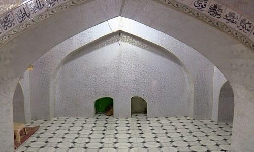 زمین میں دھنسنے والی مسجد