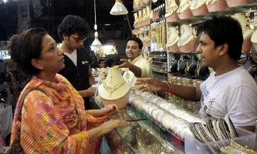 فی تولہ سونے کی قیمت ایک لاکھ 8 ہزار روپے سے بھی تجاوز کرگئی