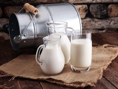 کراچی : دودھ کی قیمتوں میں من مانہ اضافہ ،متعدد دکانیں سیل