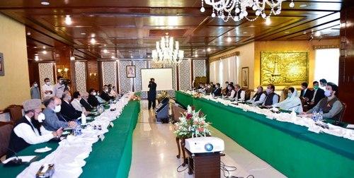 FM Qureshi briefs APC on HR violations in IOK, LoC visit