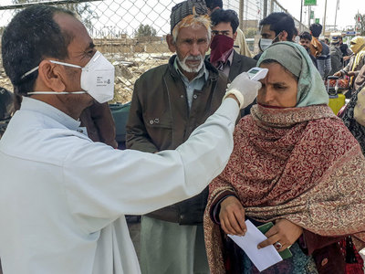 Pakistan reports less than 1,000 COVID-19 cases for 7th day in a row
