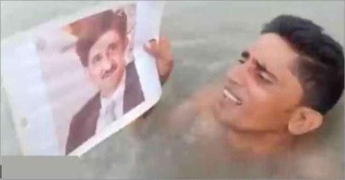 نوجوان نے بارش کے پانی میں وزیراعلیٰ سندھ کا مذاق بنا دیا