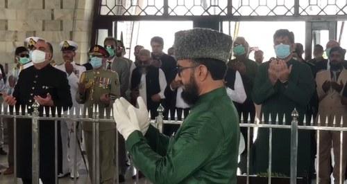 وزیراعلیٰ اور گورنر سندھ کی مزارقائد پرحاضری،پھولوں کی چادرچڑھائی
