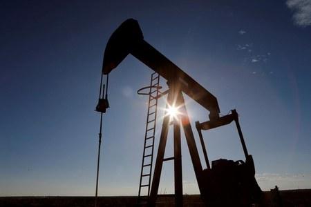 Brent oil benchmark dips but stays over $40/bbl