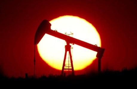 Oil steady as demand concerns rise, Libya output looms