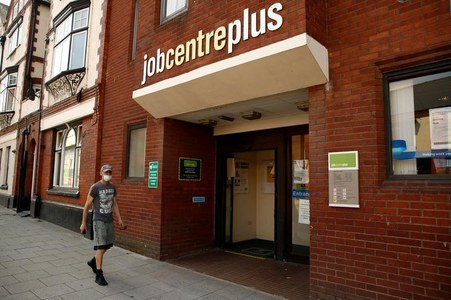 UK jobless rate rises for first time since COVID-19 lockdown