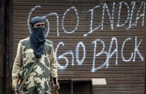 Four Indian soldiers, three militants killed in Kashmir gunbattle