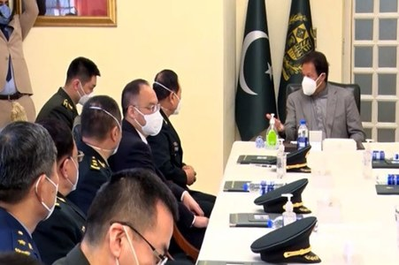 PM Imran meets Chinese Defense Minister, discusses bilateral ties